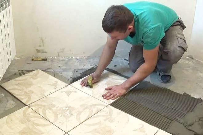 Как положить плитку на полу в ванной